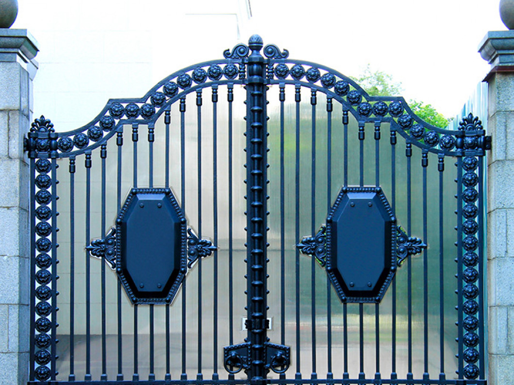Install a Stylish Privacy Gate